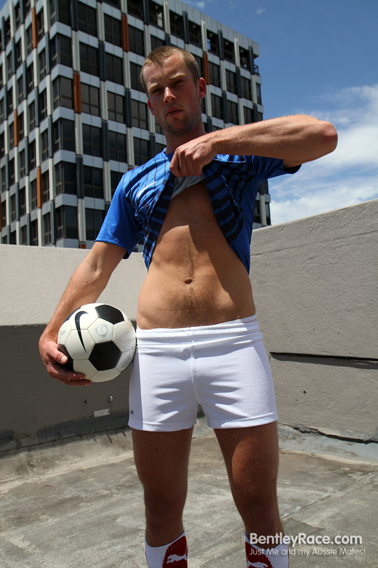 Bentley Race Lincoln Ashby huge uncut cock06 Straight Aussie Soccer Player has an Enormous Uncut Cock