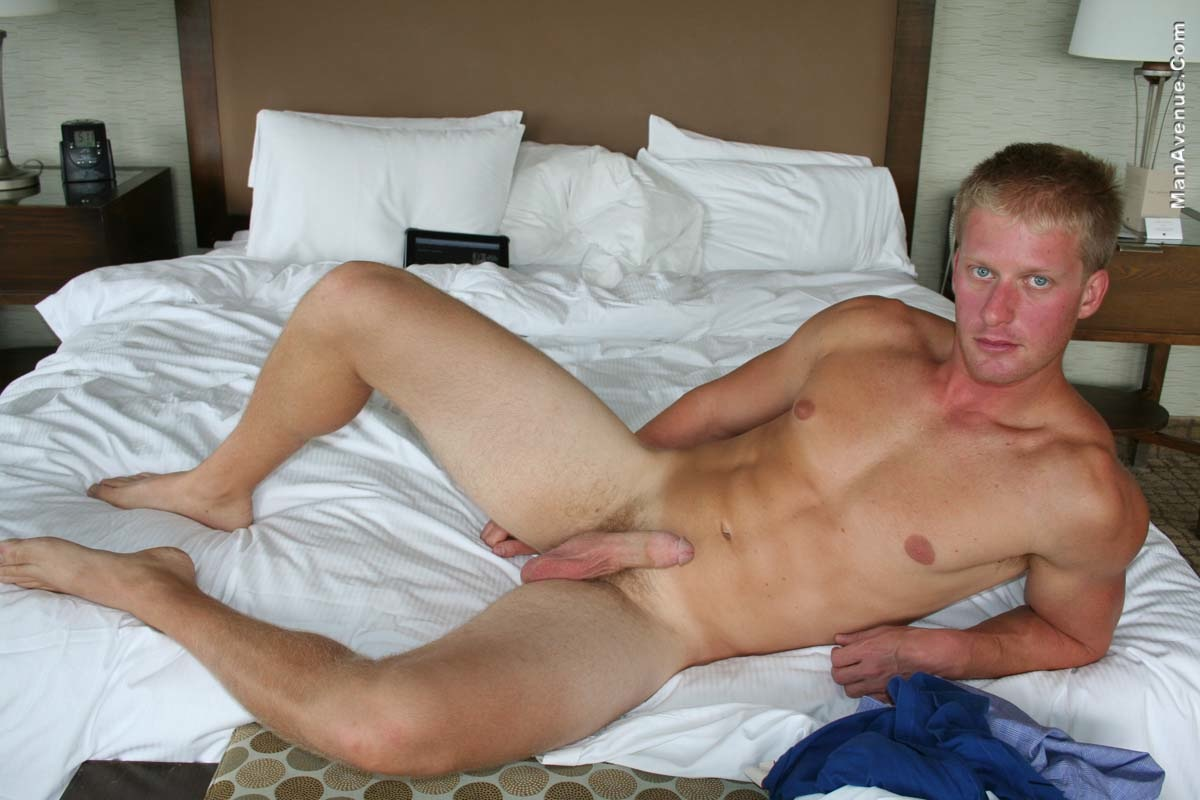ManAvenue-Mickey-Hardwood-Blonde-Hair-Blue-Eye-Muscle-Hunk-Jerking-Off-Big-Cock-Amateur-Gay-Porn-09 Amateur Straight Blonde Hair Muscle Stud Jerks His Big White Cock