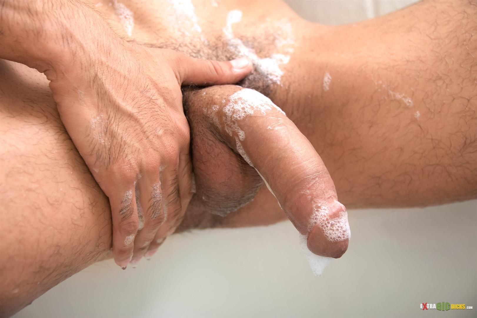 Extra-Big-Dicks-Bobby-Hart-Hunk-Jerking-off-Huge-Cock-in-the-Bathtub-Amateur-Gay-Porn-06 Amateur Hunk Taking A Bubble Bath Jerking His Huge Cock