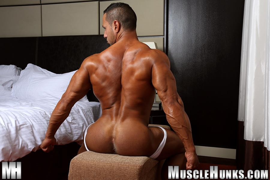 MuscleHunks-Cosmo-Babu-Naked-Bodybuilder-Stroking-A-Huge-Cock-Amateur-Gay-Porn-05 Huge Professional Bodybuilder Shows And Strokes His Huge Cock
