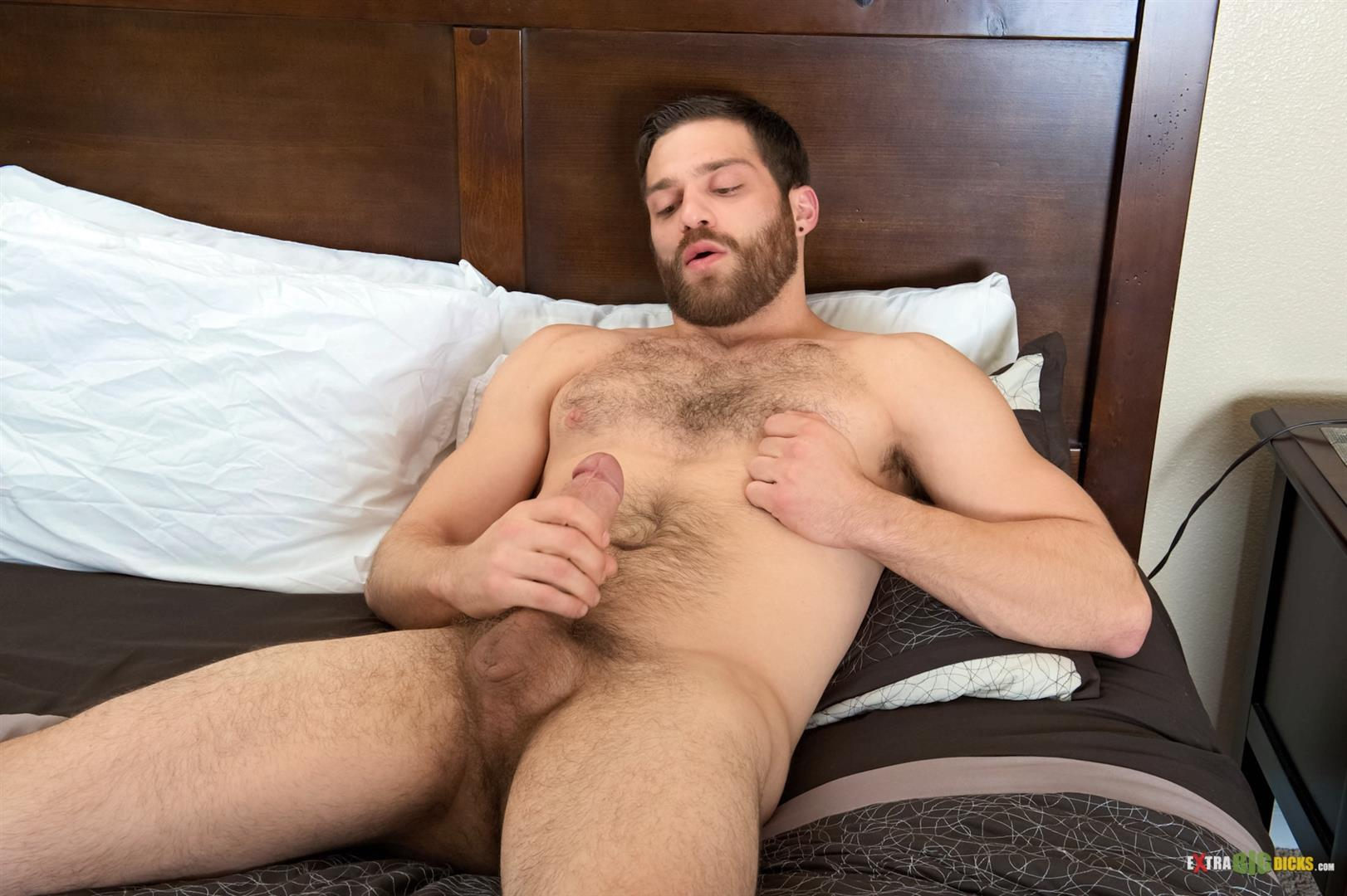 Muscled Amateur Jerking